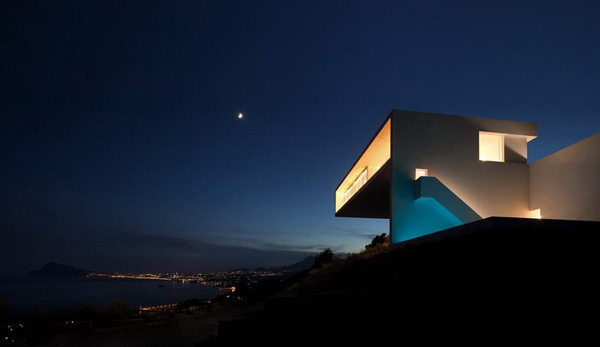 House on the Cliff by Fran Silvestre Arquitectos 8