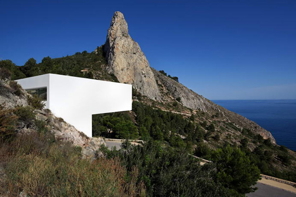 House on the Cliff by Fran Silvestre Arquitectos 9