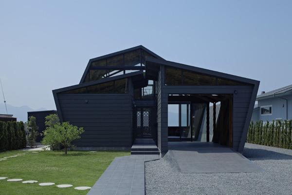 Villa SSK by Takeshi Hirobe Architects 1