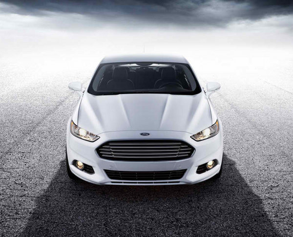 2013-Ford-Fusion-13