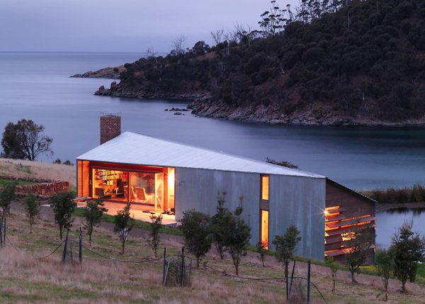 slide dezeen john wardle architects shearers quarters north bruny island tazmania 1 Modern Tasmanian Barn Transformation