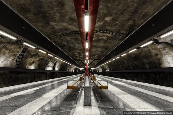 Alexander Dragunov Stockholm Subway Photography 4