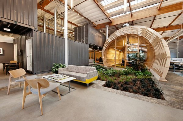hayden place by the cunningham group architecture sustainable office in culver city california 1 An Office with a Garden