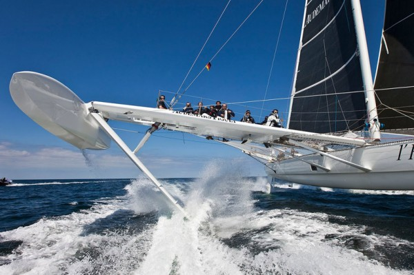 Hydroptere Sailboat Setting Speed Records 4 600x399 Hydroptere   The Worlds Fastest Sailboat