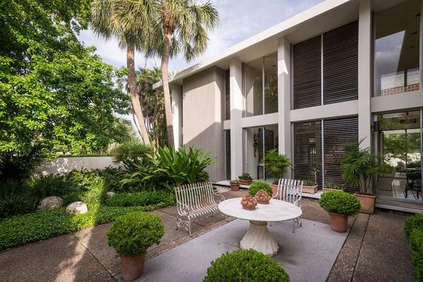 41 Bering back patio 4 600x400 Florida Mid Century Modern by Robert Wielage