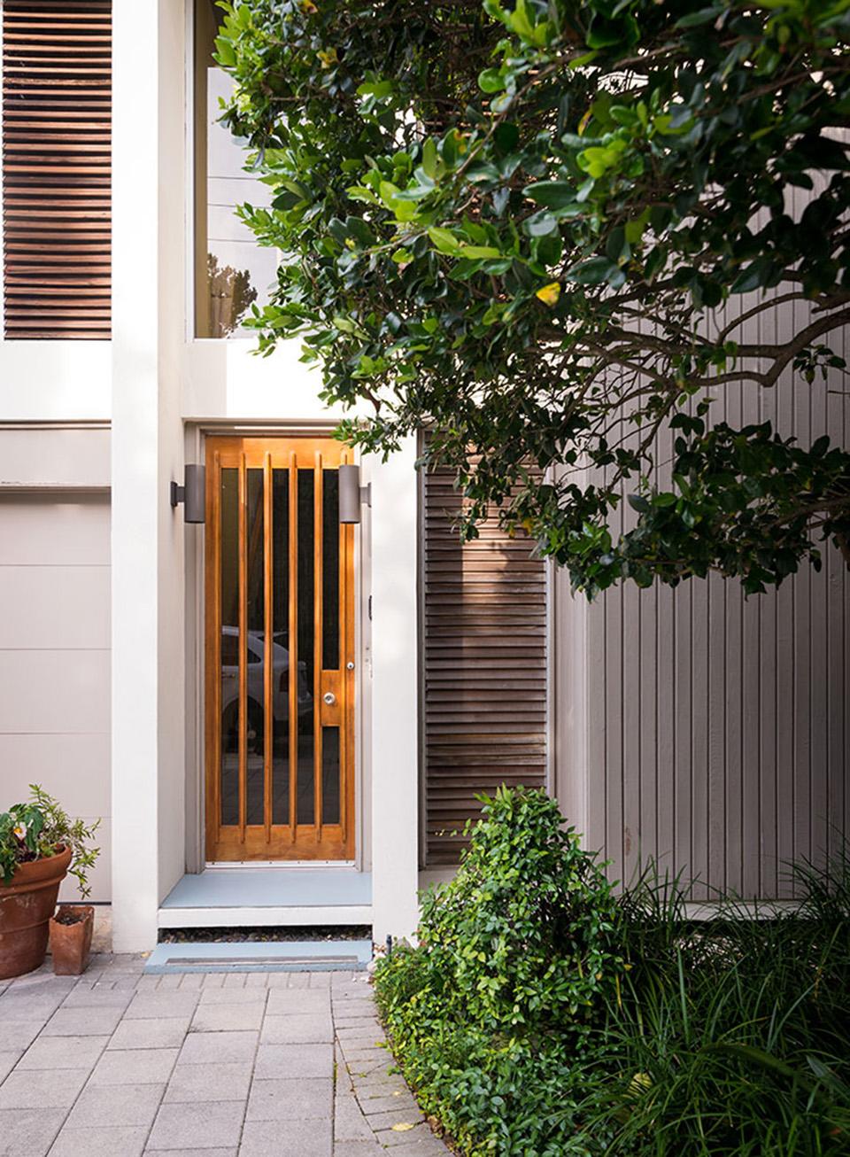 41-Bering—side-door