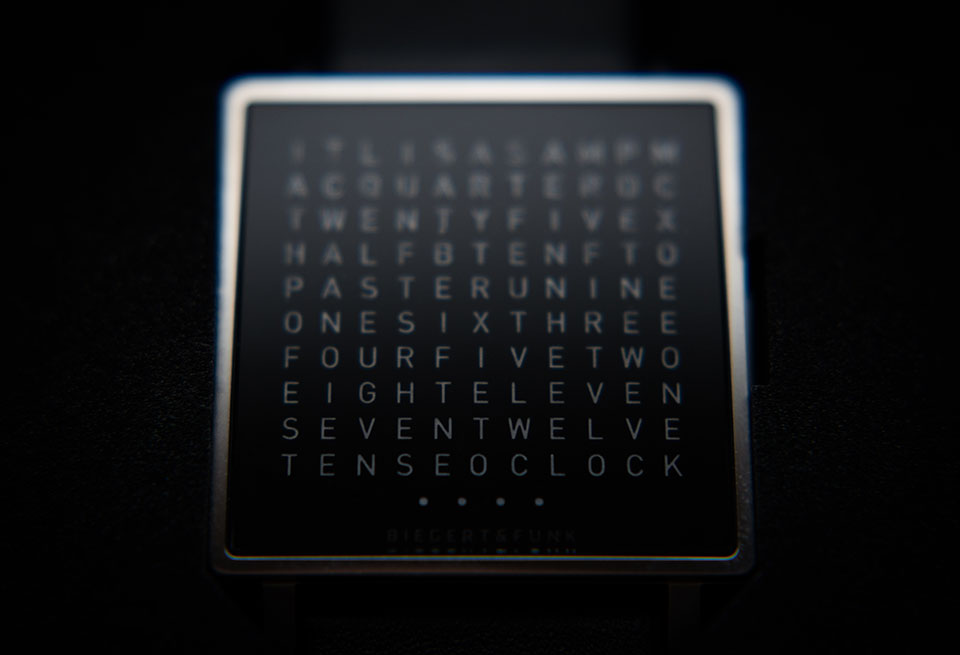 Qlocktwo-W-Watch-8