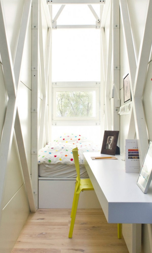 Keret House Worlds Thinnest House 1 600x999 The Worlds Thinnest House   Keret House