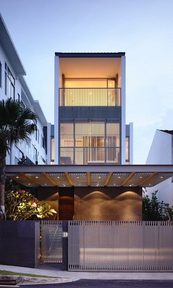 Slim Singapore House by Hyla Architects 1 600x999 Slim Singapore House by Hyla Architects
