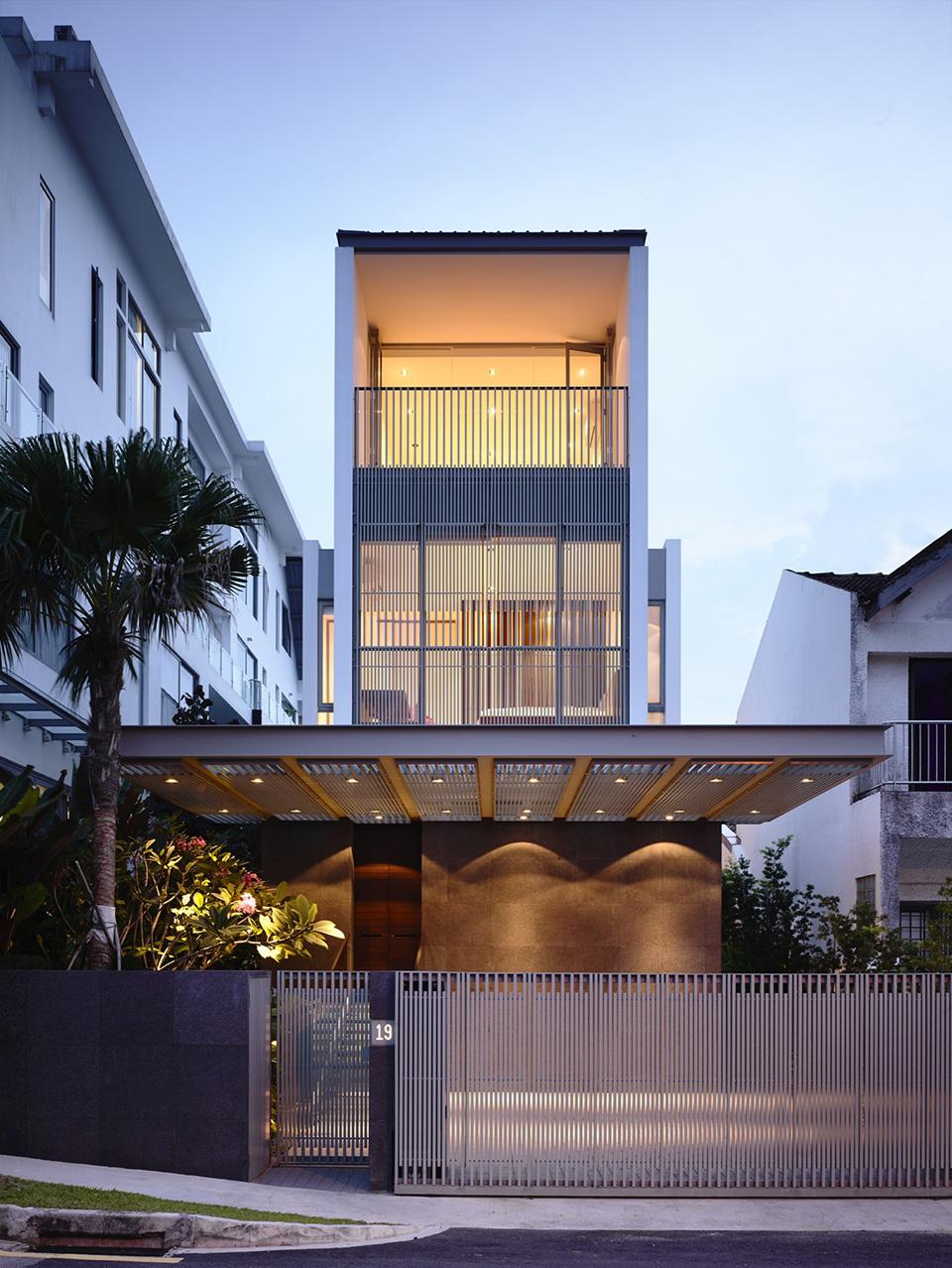 Slim Singapore House by Hyla Architects 1