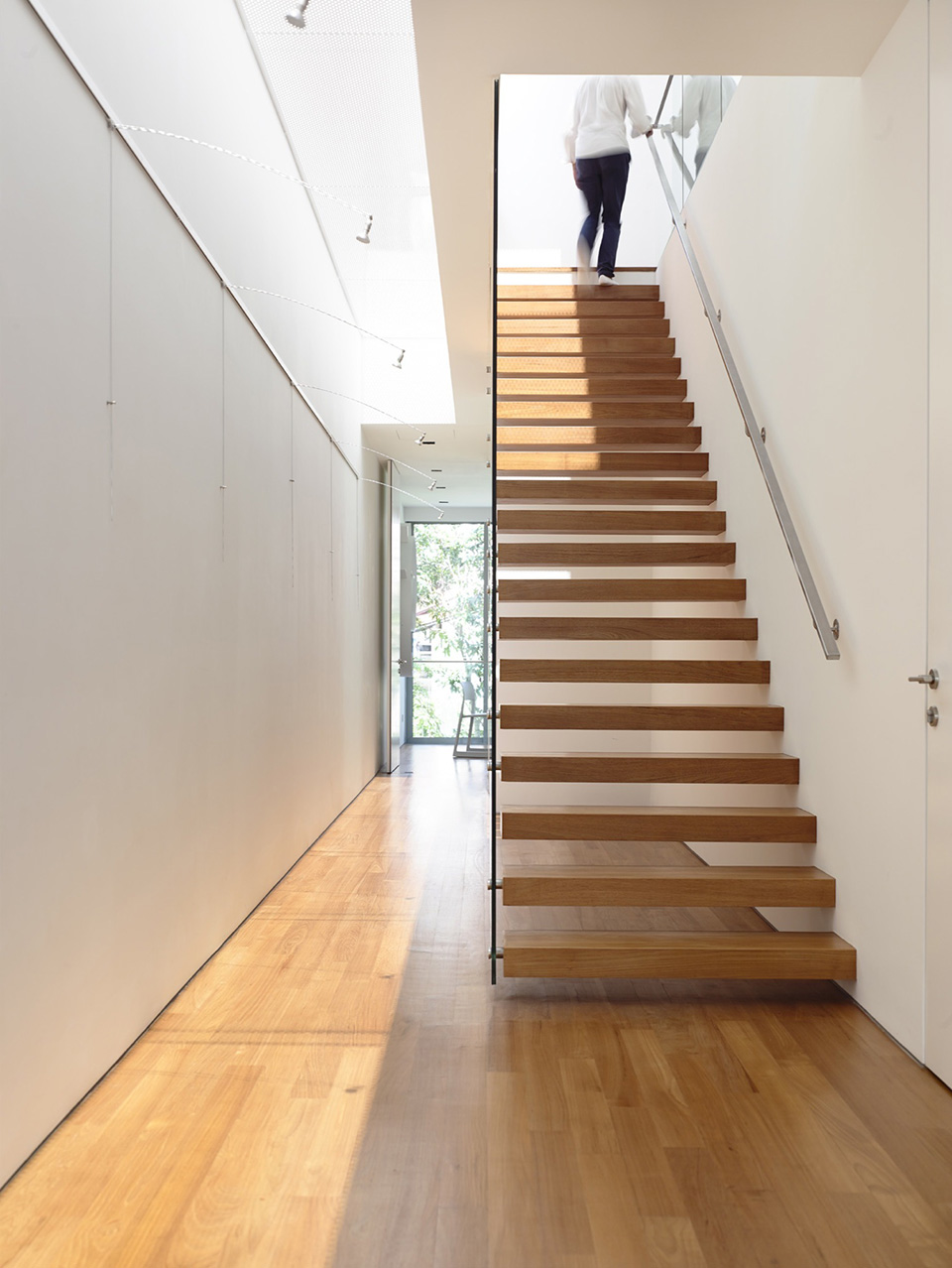Slim Singapore House by Hyla Architects 4