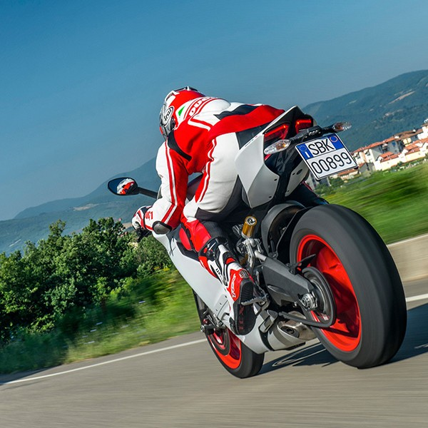Ducati 899 Panigale Motorcycle 10