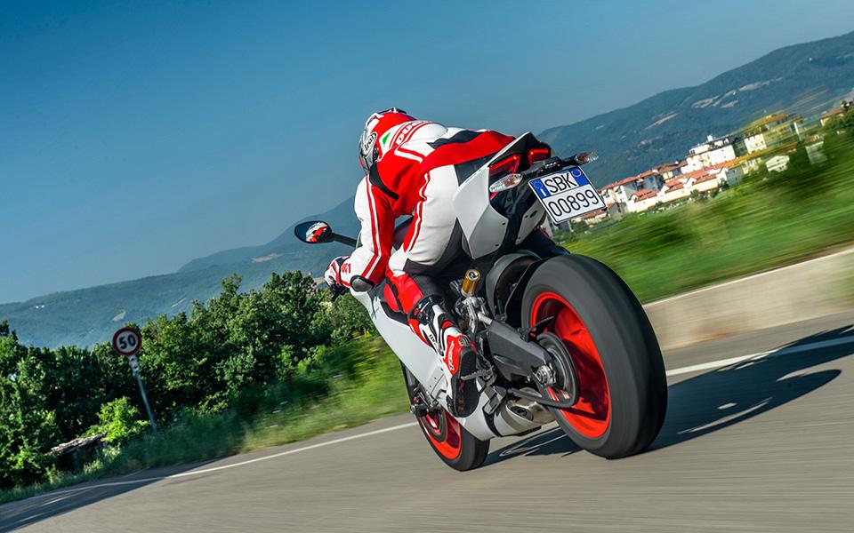 Ducati 899 Panigale Motorcycle 10