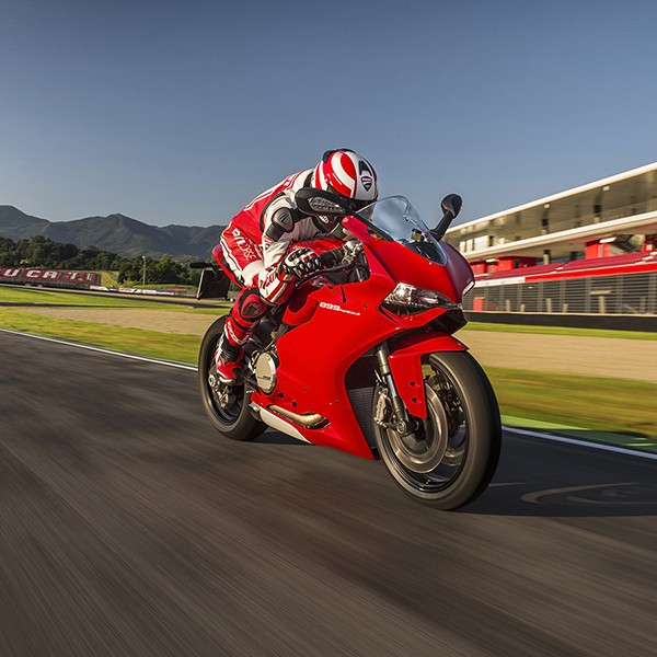 Ducati 899 Panigale Motorcycle 12
