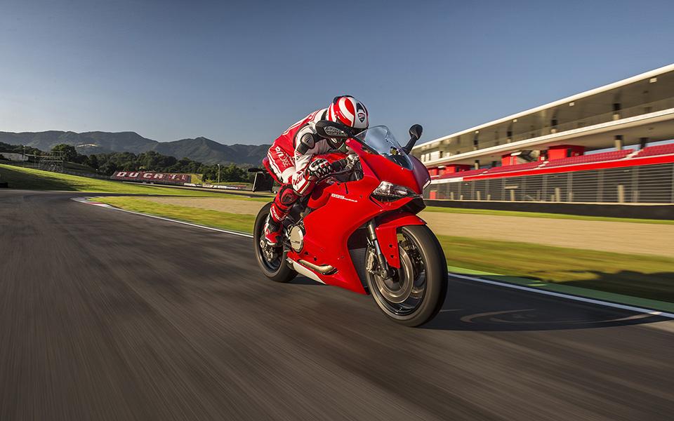 Ducati 899 Panigale Motorcycle 12