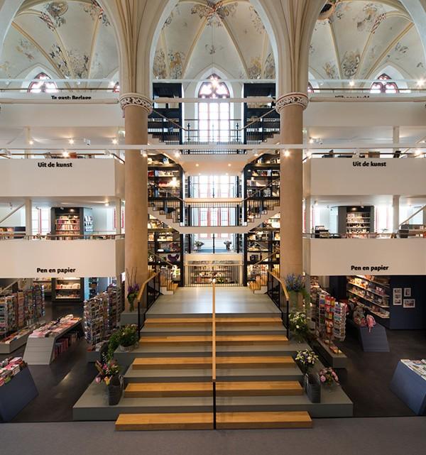 Waanders In de Broeren Book Store by BK Architecten 7