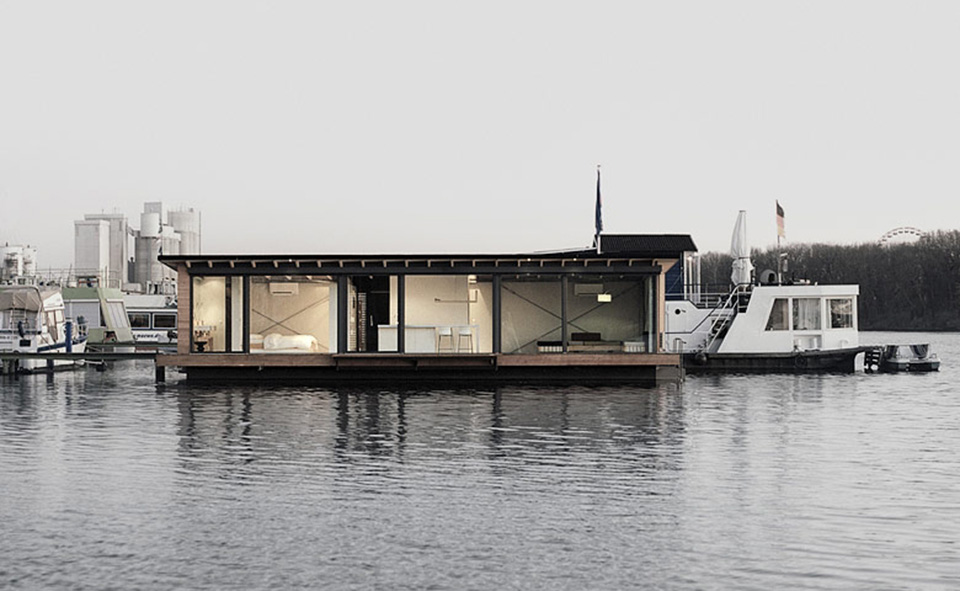 Modern Houseboat by Welcome Beyond 2