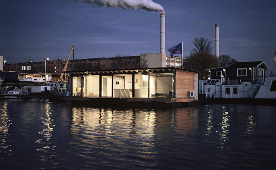 Modern Houseboat by Welcome Beyond 6