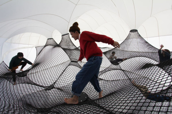 Net Blowup by Numen and ForUse 3 600x400 Net Blow Up   Installation Playspace