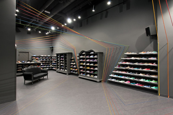 Run Colors Sneaker Store by Modelina Architekci 2