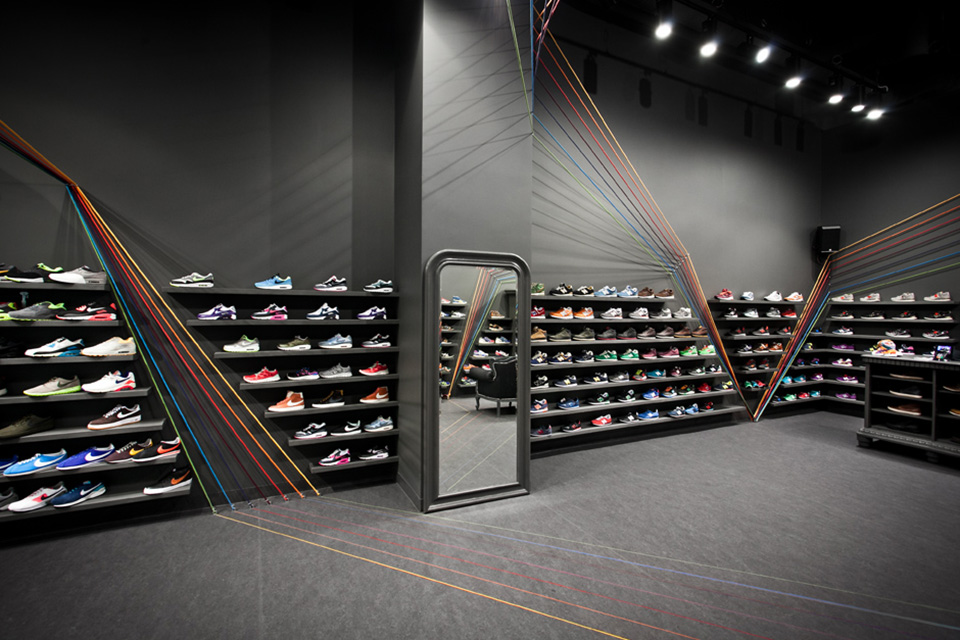 Run Colors Sneaker Store by Modelina Architekci 3