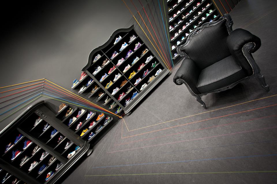 Run Colors Sneaker Store by Modelina Architekci 4