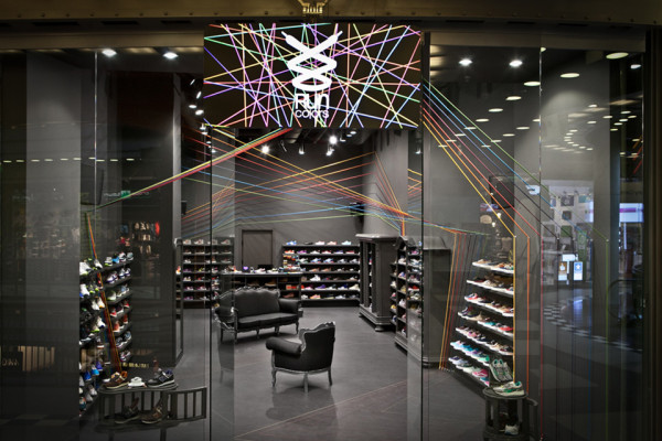 Run Colors Sneaker Store by Modelina Architekci 9 600x400 Run Colors Sneaker Store by Modelina Architekci