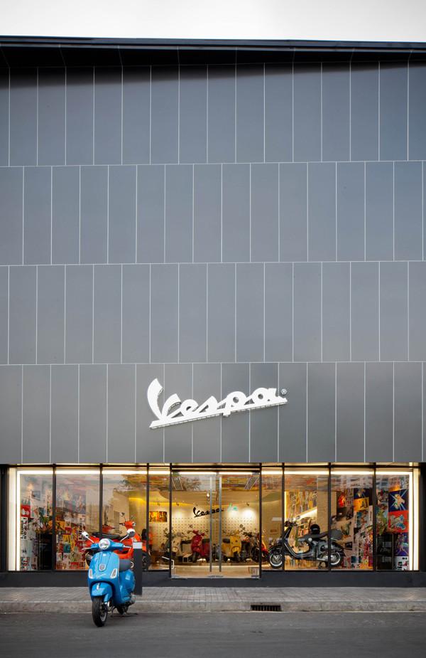 Vespa Galleria Bangkok by Supermachine 1 600x925 Vespa Galleria Bangkok by Supermachine