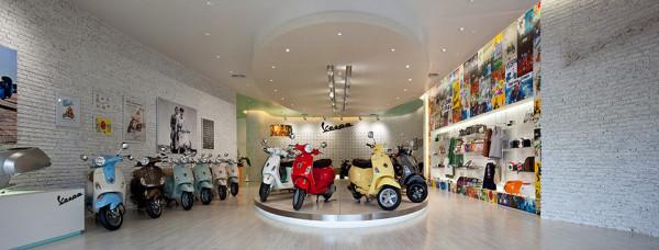 Vespa Galleria Bangkok by Supermachine 2 600x228 Vespa Galleria Bangkok by Supermachine