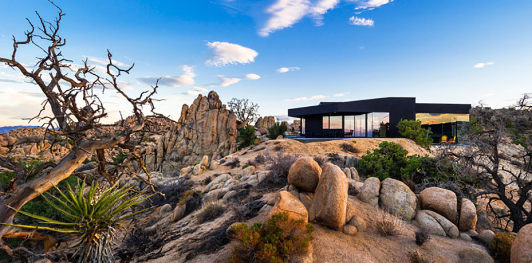 The Black Desert House by Marc Atlan Design