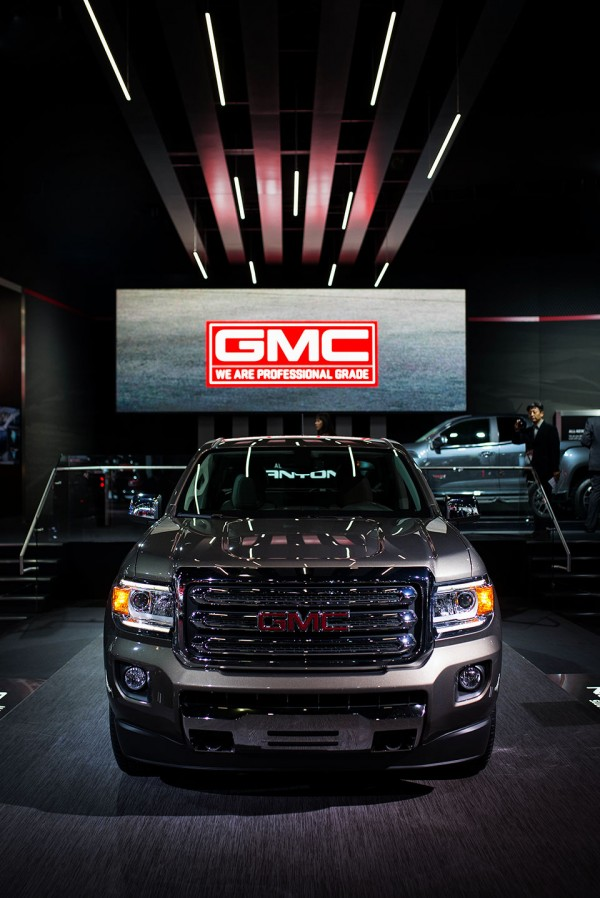 NAIAS-2014-Day-One---Architecture---GMC-Truck-Ceiling