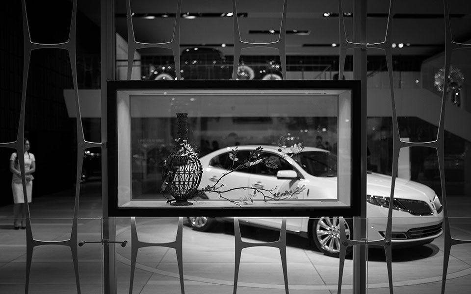 NAIAS-2014-Day-One---Architecture---Lincoln-Mesh-Art