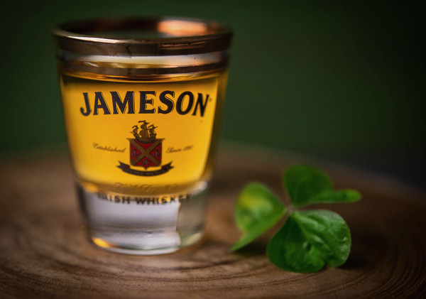 Jameson-Welcome-Pack---Pour-with-Shamrock