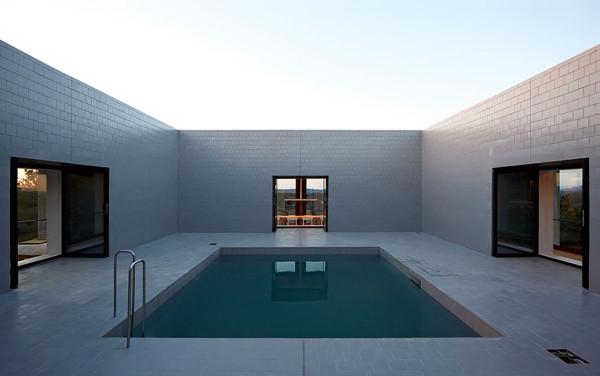Solo House by Pezo von Ellrichshausen 8