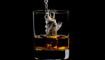 3D-Milled Ice Cubes for Artful Whisky Cocktails