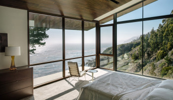 Buck Creek House Merges with the Treacherous Cliffs of Southern California's Big Sur