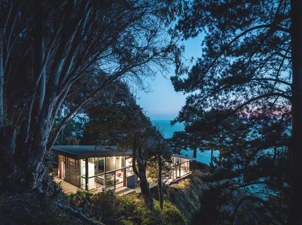 buck creek house by fougeron architecture joe fletcher photography 6 600x447 Buck Creek House Merges with the Treacherous Cliffs of Southern Californias Big Sur