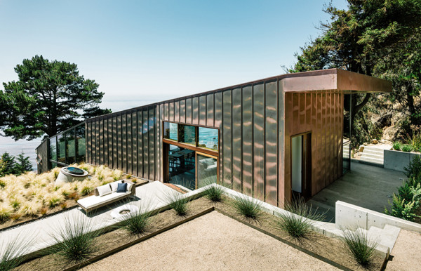 buck creek house by fougeron architecture joe fletcher photography 600x386 Buck Creek House Merges with the Treacherous Cliffs of Southern Californias Big Sur
