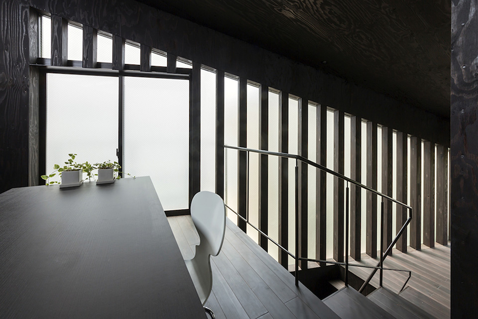 Green Roof Grass Cave House by Makiko Tsukada Architects 5