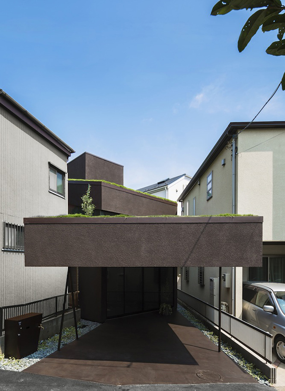 Green Roof Grass Cave House by Makiko Tsukada Architects 8