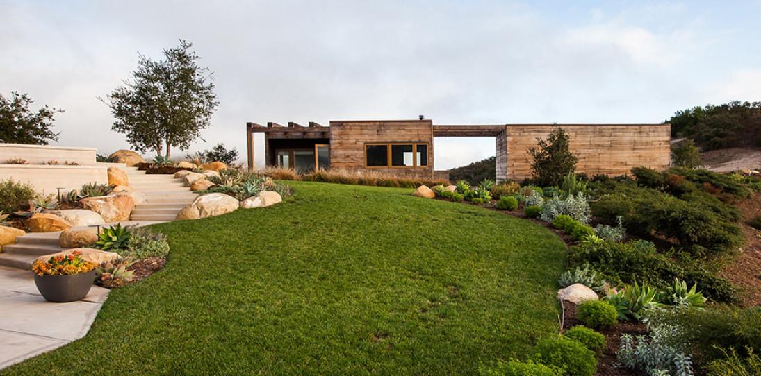 Toro Canyon House: a Contemporary California Weekend Home