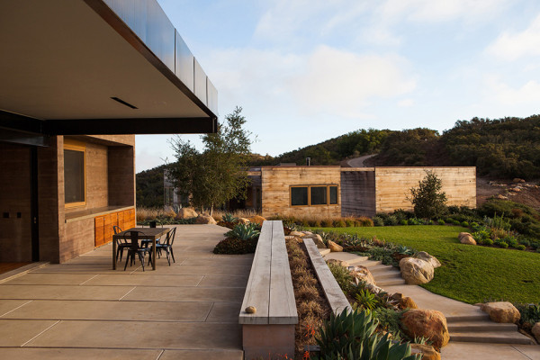 Toro Canyon House by Bestor Architecture 11 600x400 Toro Canyon House: a Contemporary California Weekend Home