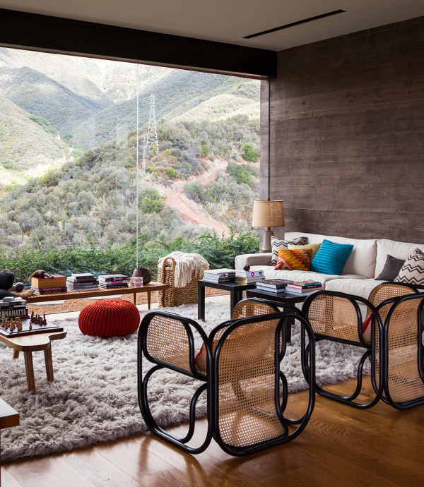 Toro Canyon House by Bestor Architecture 2 600x690 Toro Canyon House: a Contemporary California Weekend Home