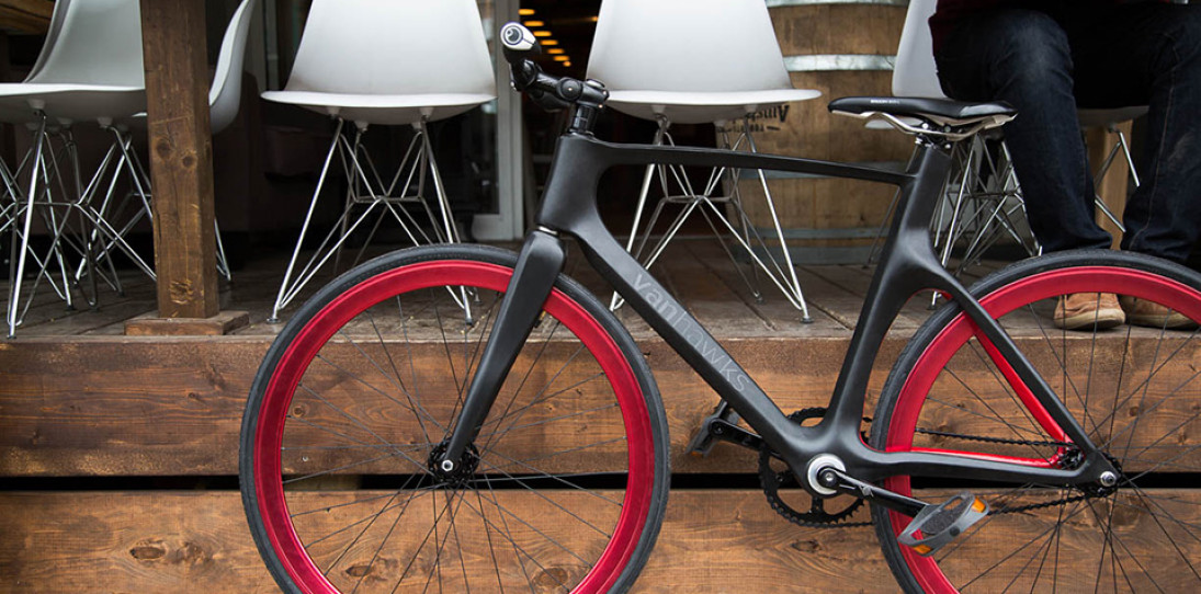 Vanhawks Valour Is The World's First Connected Carbon Fibre Bicycle