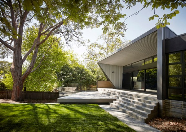 narrabundah house by adam dettrick architects 2 600x428 Narrabundah House Harnesses Australias Winter Sunshine