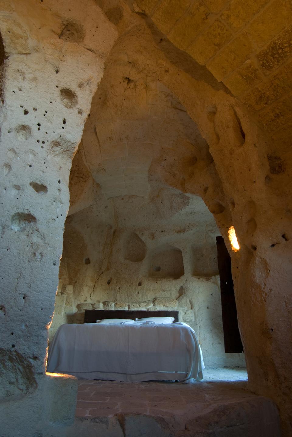 sextantio-della-civita-abandoned-cave-hotel-by-Daniele-Kihlgren-14