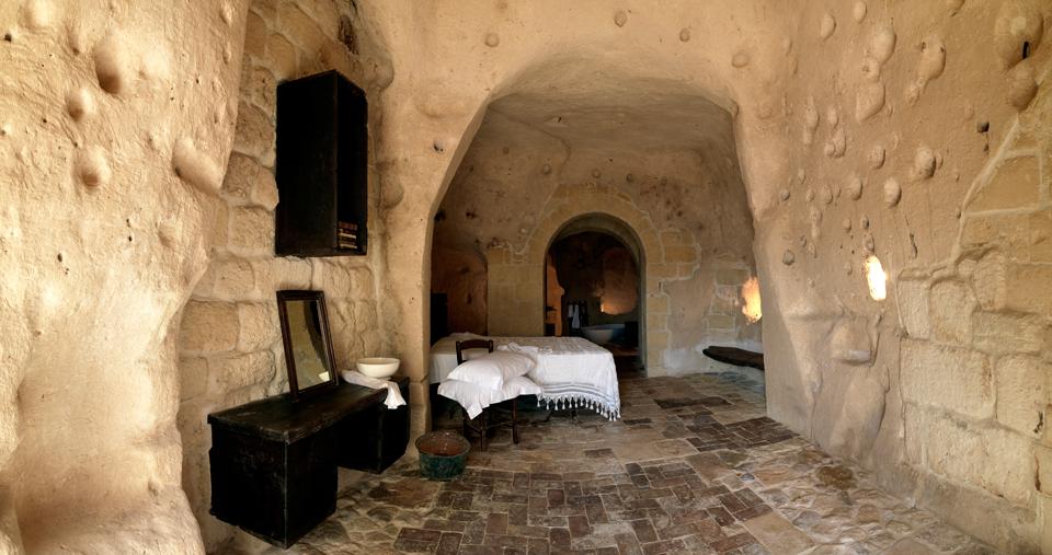 sextantio-della-civita-abandoned-cave-hotel-by-Daniele-Kihlgren-18