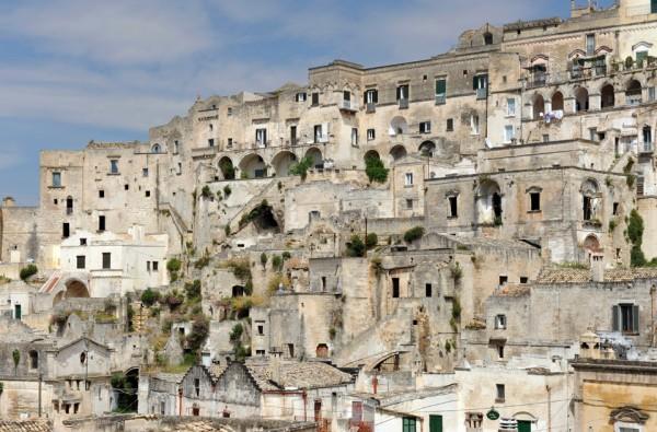 sextantio della civita abandoned cave hotel by Daniele Kihlgren 3 600x395 Sextantio Le Grotte Della Civita Hotel is a Maze of Beautifully Restored Ancient Caves