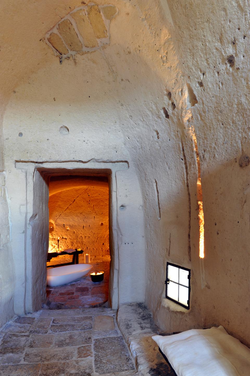 sextantio-della-civita-abandoned-cave-hotel-by-Daniele-Kihlgren-5