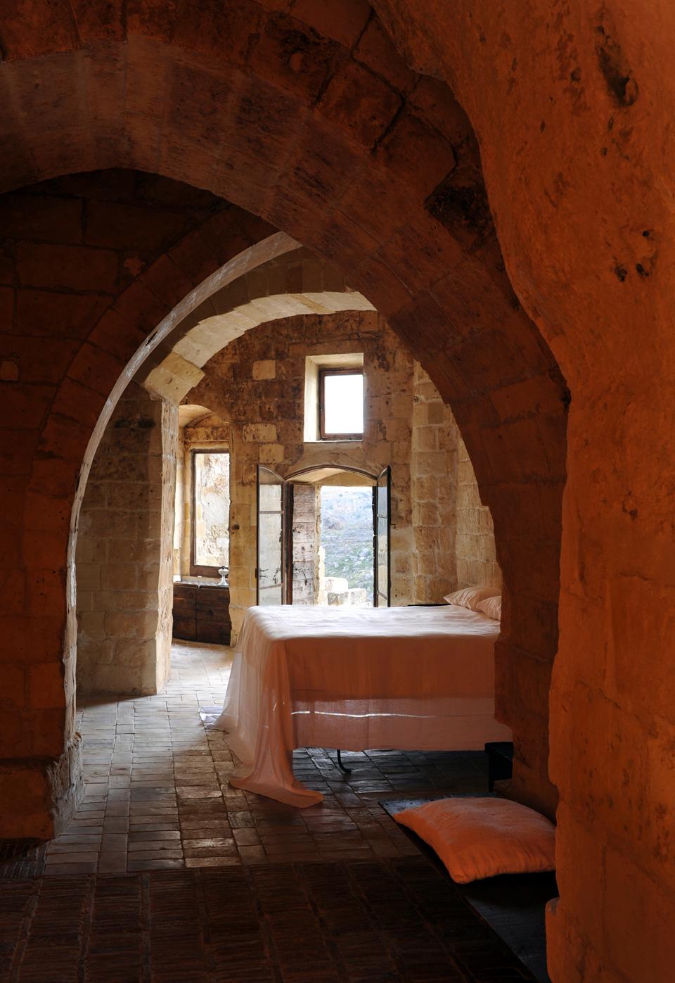 sextantio-della-civita-abandoned-cave-hotel-by-Daniele-Kihlgren-8